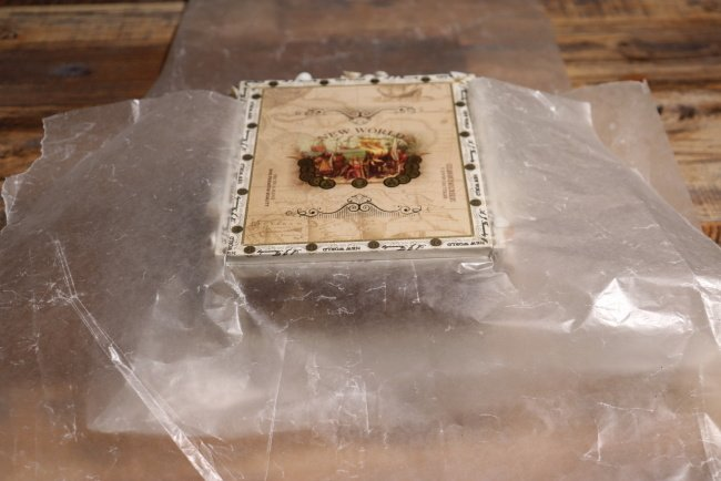 Top of cigar box without shells